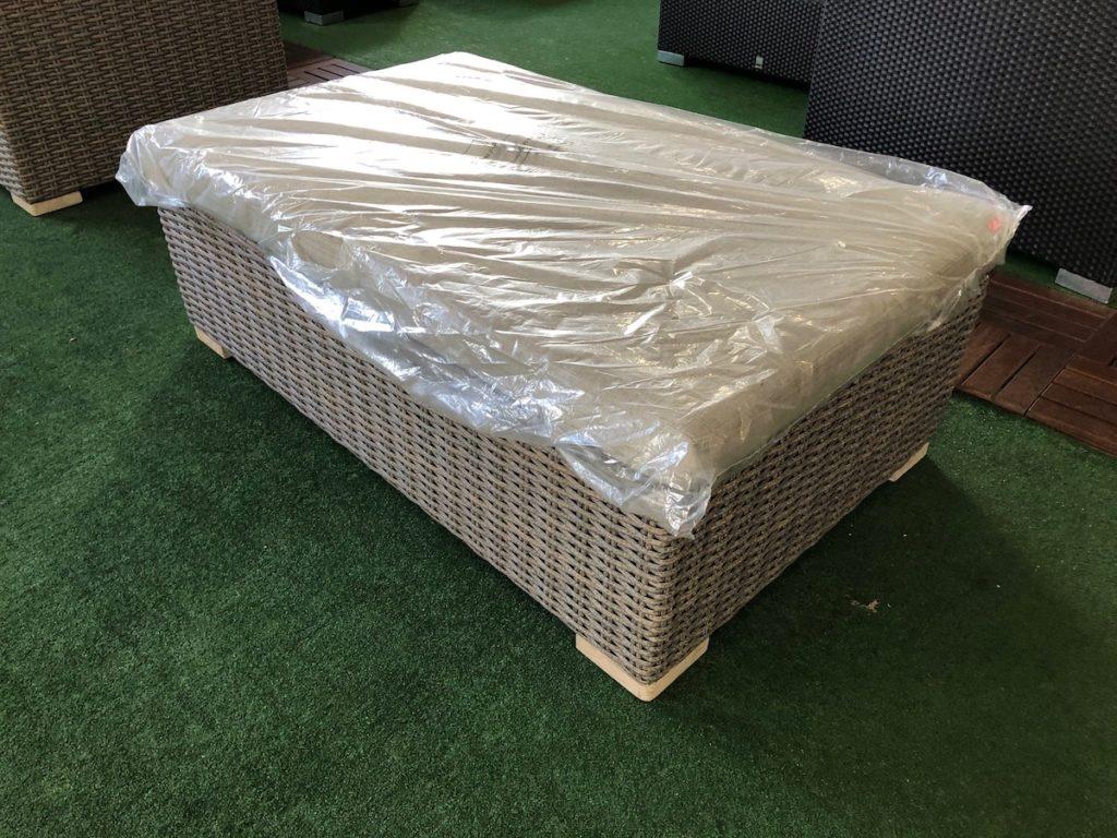 Loungetisch/Fußteil mit Kissen 130 x 80 cm